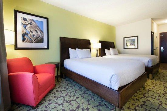 Hilton Garden Inn Charlotte Airport: Two Queen Guest Room