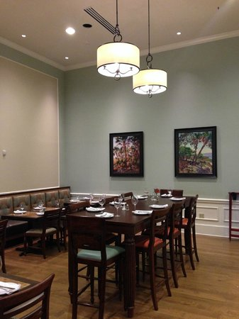 Embassy Suites by Hilton Savannah : Breakfast Area
