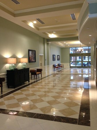 Embassy Suites by Hilton Savannah : Rear Lobby