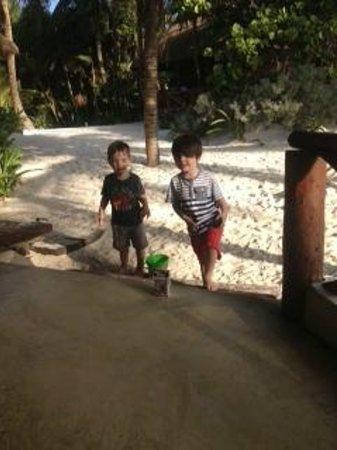 Tita Tulum Hotel Ecologico : Happy friends!