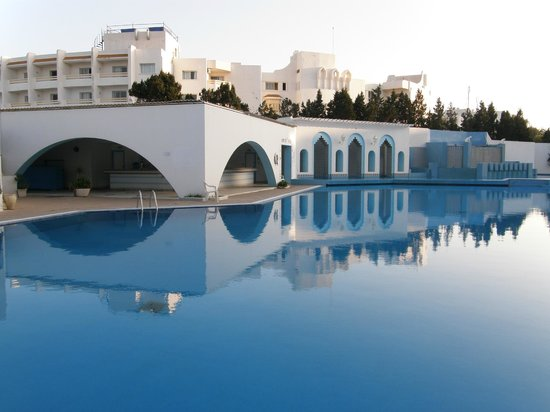Orient Palace Hotel: The outside pool