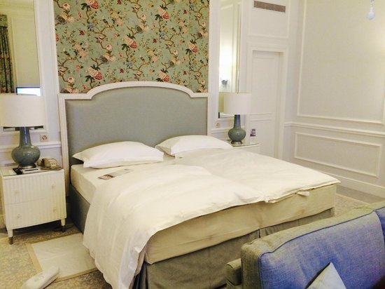 Beau-Rivage Palace: room