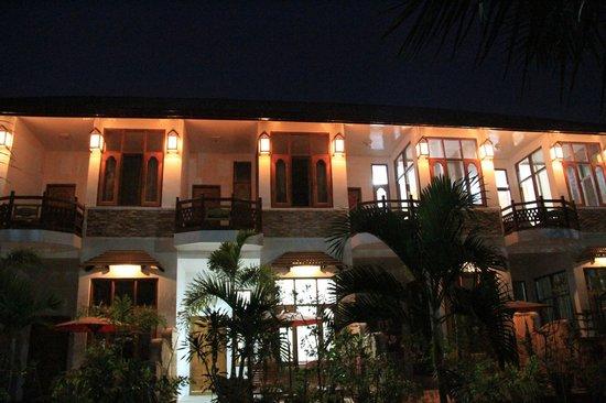 Mingalar Inn : le soir depuis la cour