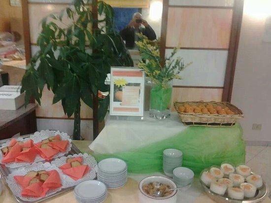 Hotel Des Alpes: Ogni mercoledì colazione a tema . Delizie al mandarino .