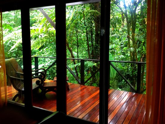 Rio Celeste Hideaway Hotel: Porch overlooking rainforest