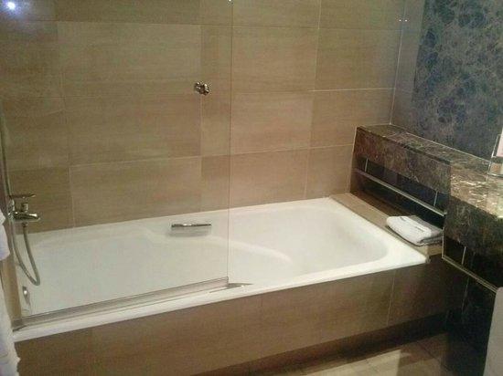 Abba Acteon Hotel : Bañera