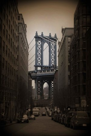 Novotel New York Times Square : Bridge view from a Brooklyn street