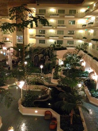 Embassy Suites by Hilton Hotel San Rafael - Marin County / Conference Center: night view