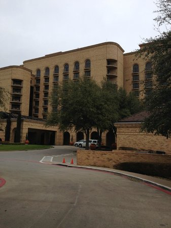 Four Seasons Resort and Club Dallas at Las Colinas: The hotel enterance