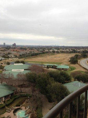 Four Seasons Resort and Club Dallas at Las Colinas: Dallas in the horizon