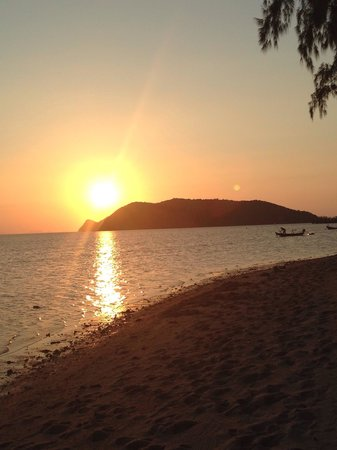 Phangan Island View Hotel: Fantastic sunset on the beach Ban tai/Thongsala