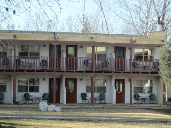 El Pueblo Lodge: View of our room
