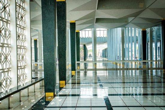 National Mosque (Masjid Negara): W meczecie