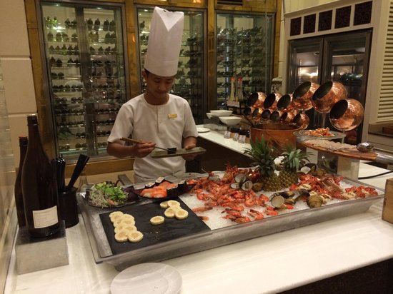 Sofitel Phnom Penh Phokeethra: Egg and Sea Food