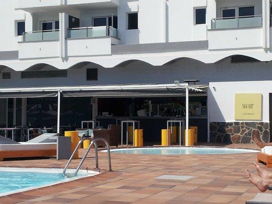 AxelBeach Maspalomas: pool bar