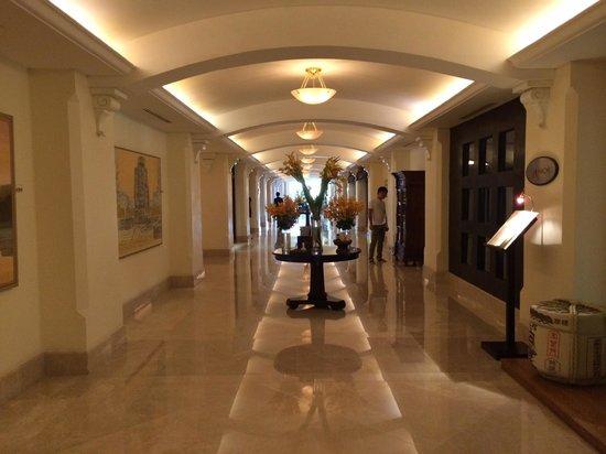 Sofitel Phnom Penh Phokeethra: Hotel Lobby