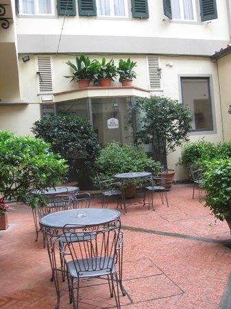 Giardino interno Hotel Rivoli ( CHIOSTRO INTERNO) BELLO!!