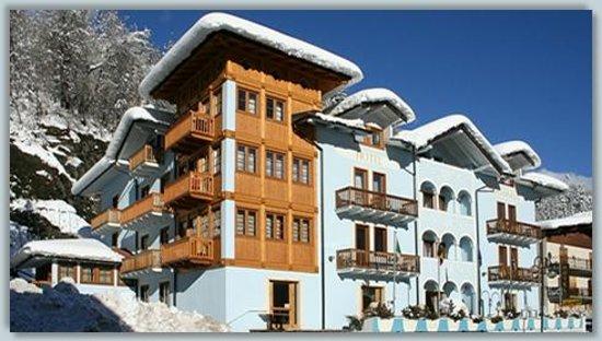 HOTEL ARCANGELO: hotel esterno inverno