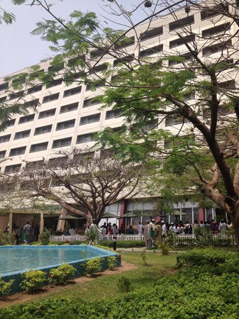 Sheraton Abuja Hotel : Birds were singing :)
