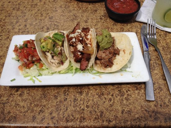 Iron Cactus Mexican Grill & Margarita Bar: Street Tacos, absolute heaven!!