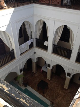 Riad Aliya : view from roof into courtyard