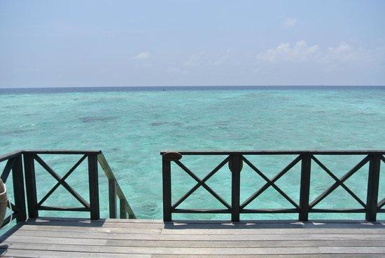 Komandoo Maldives Island Resort: vue depuis la water villa no. 8