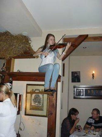 Anatewka : suonatore su trespolo