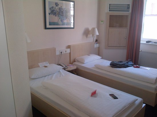 InterCityHotel Frankfurt: Room