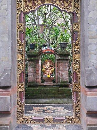 Alamanda Accommodation: Entrance to the Alamanda family compound.
