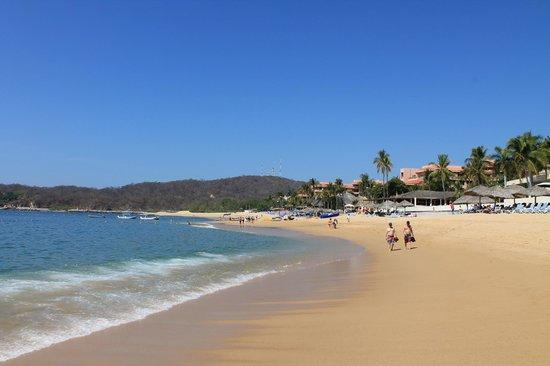 Barcelo Huatulco: beach