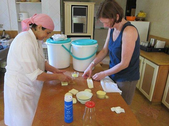 Dar Zemora: impromptu cookery lesson