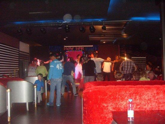 Aqua Fun Club: Piano Bar entertainment