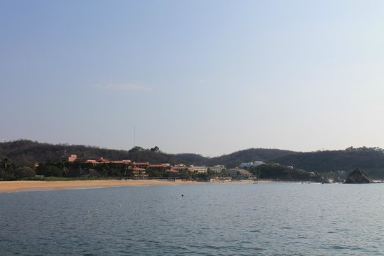Barcelo Huatulco: looking at the hotel from down the beach