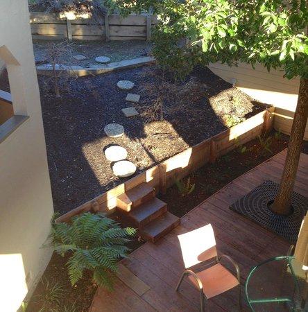 Best Western Plus Novato Oaks Inn : quiet corner of hillside near sunrise
