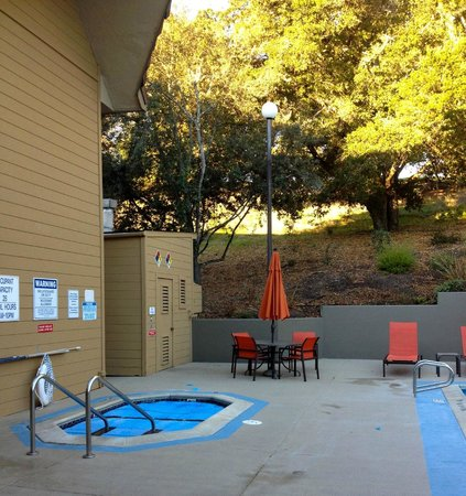 BEST WESTERN PLUS Novato Oaks Inn : heated spa for adults