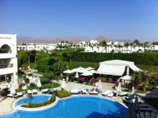 Le Royale Sharm El Sheikh, a Sonesta Collection Luxury Resort: View of Byblos bar to the Sinai mountains