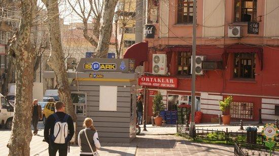 Ortaklar Kebap Lahmacun: lokal z zewnątrz