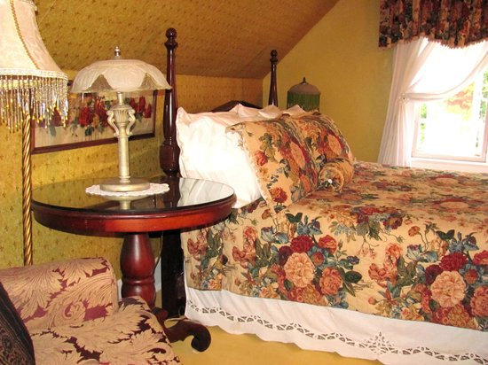 Chamber's Guest House Bed and Breakfast: Room # 3