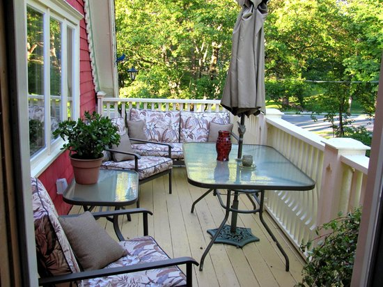 Chamber's Guest House Bed and Breakfast: Private deck of Room # 3