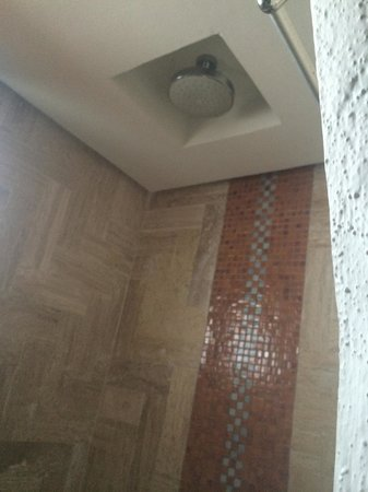 GR Caribe by Solaris: Shower