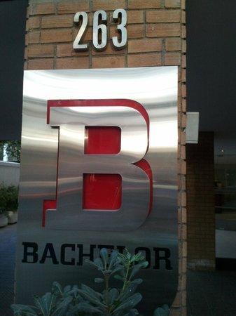Brizen Apartments : portaria, atenção o nome na porta é diferente  !