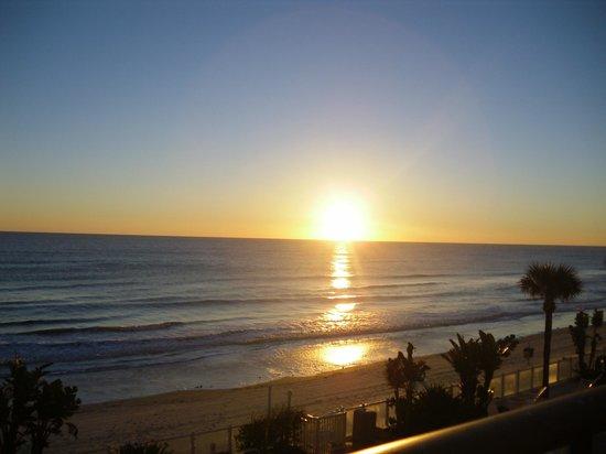 Days Inn Daytona Oceanfront : AM View from Balcony