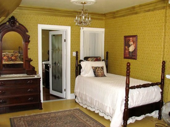 Chamber's Guest House Bed and Breakfast