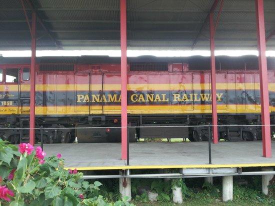 Panama Canal Railway Company: The engine.
