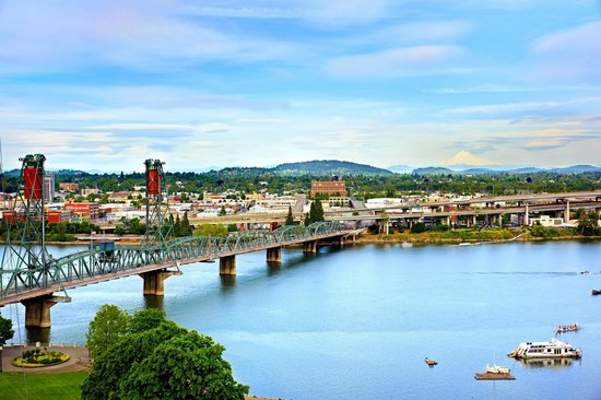 Portland Marriott Downtown Waterfront: Breathtaking view of Wilamette River from hotel