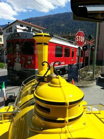 Il Trenino Giallo di Tirano: Il Trenino Giallo incrocia il Trenino Rosso del Bernina