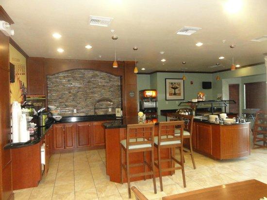 Staybridge Suites Tucson Airport: Breakfast/eve room