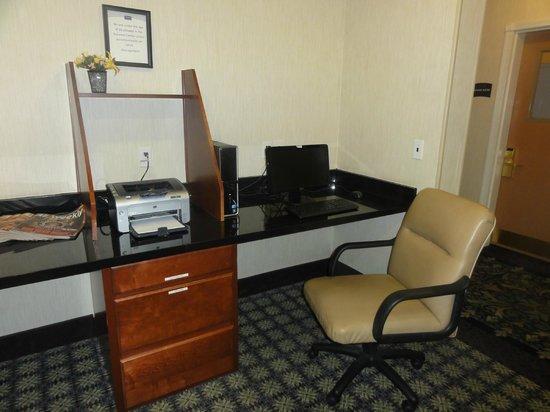 Staybridge Suites Tucson Airport: Business center computers
