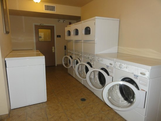 Staybridge Suites Tucson Airport: Laundry room-complimentary