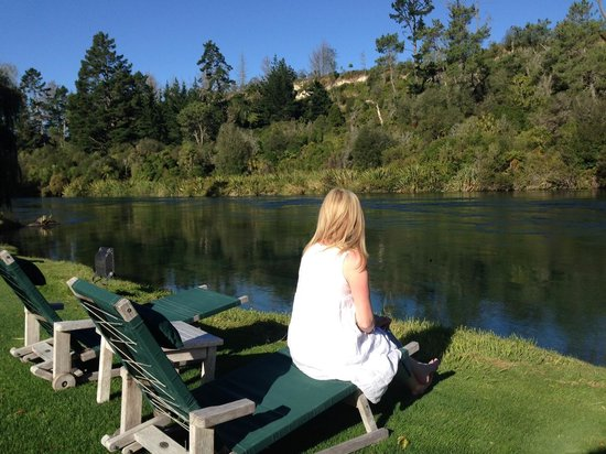 Huka Lodge: Relaxing by the Waikato River